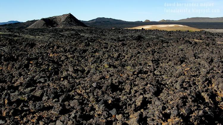 Caras en un mar de lava