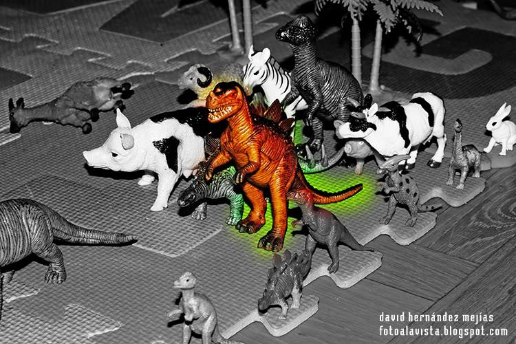 Dinosaurio radioactivo: #Retojuguetes